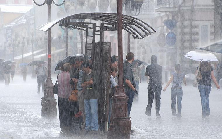 Esperando a que pase la lluvia by Rulon Oboev