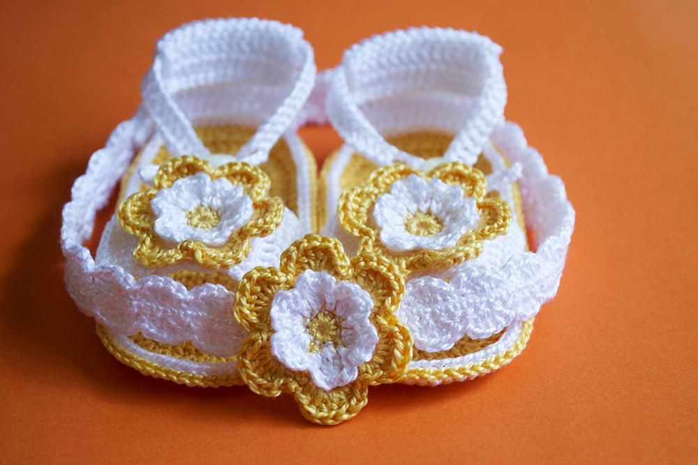 La aguja del sur sandalias con diademas de ganchillo para for Diademas para bebes de ganchillo