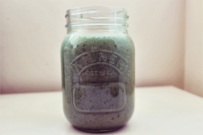 A Clean Superfood Green Smoothie Recipe