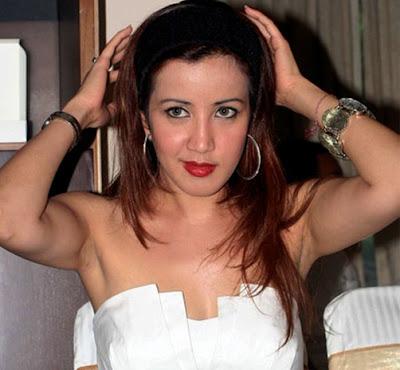 http://2.bp.blogspot.com/-D8YgEmKcRC0/TcJ3VUaxOlI/AAAAAAAAAd8/oqyqUbyjFC8/s1600/251-AndiSoraya.jpg