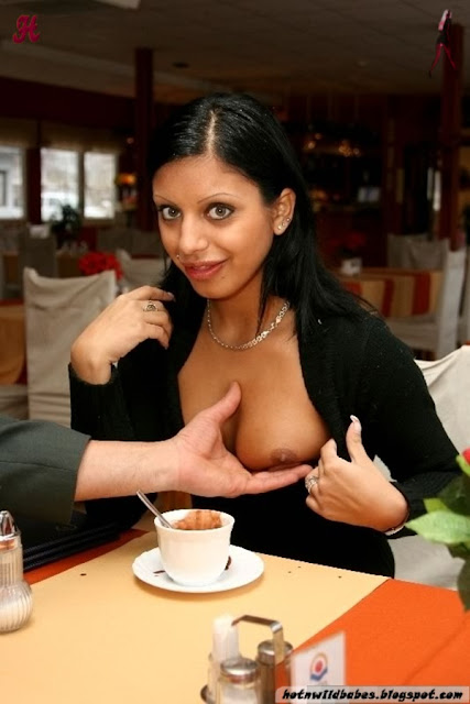 Pakistani slut boob exposed in a resturant n fucked indianudesi.com