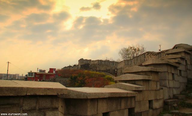 Muralla de Seúl en el parque Naksan