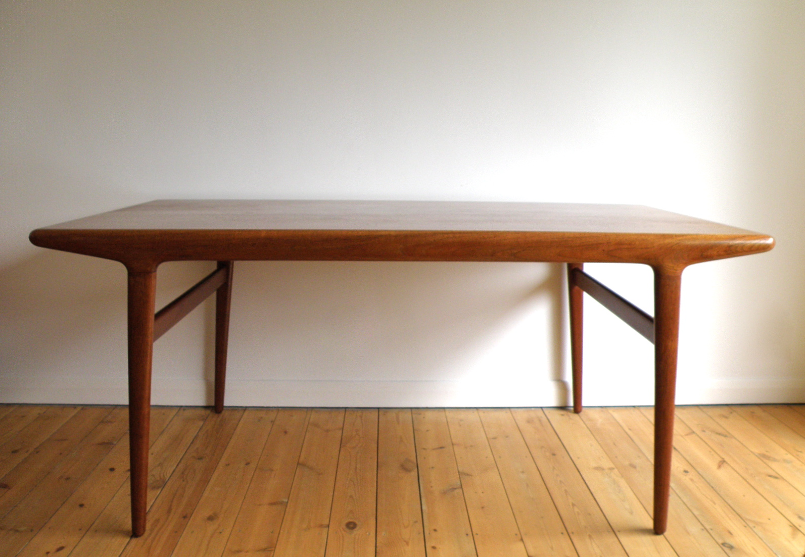 Antikmodern the shop niels moller dining table for Shop dining tables
