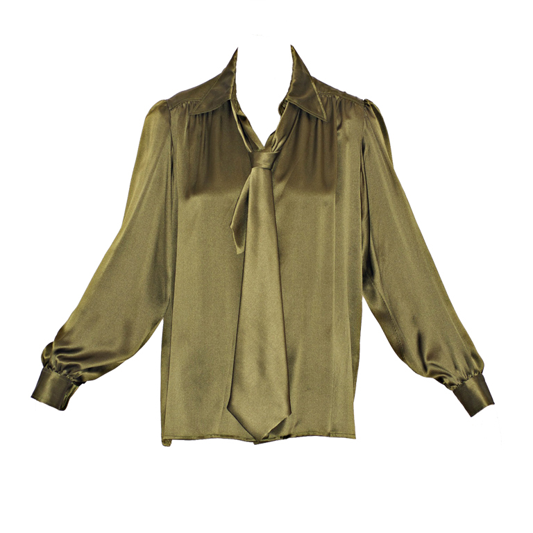 b814a18b41e151 Kelly green silk blouse. It is the details at the shoulders that I love in  this blouse. This blouse epitomizes effortless chic. Size 38.  250