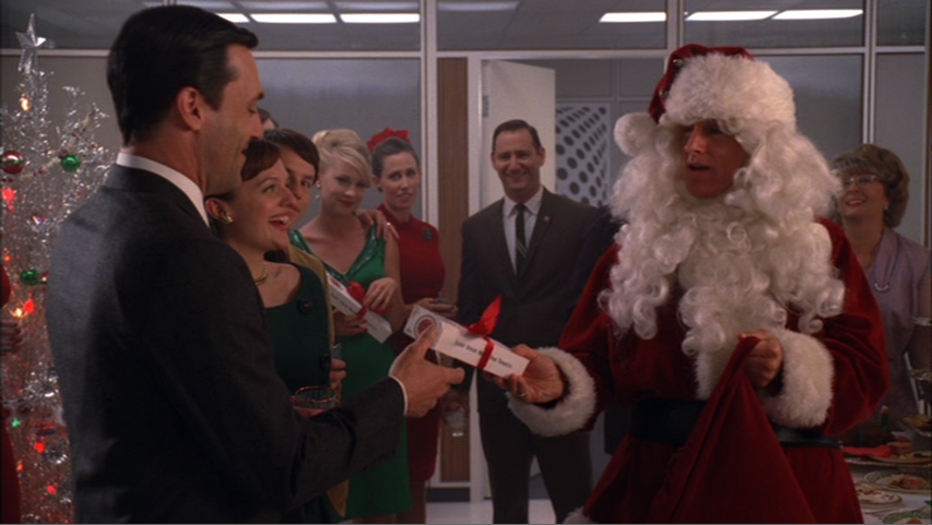 Mad Men: Roger Sterling has to wear Santa Claus Suit USA: Barack Obama has to wear Saudi Arabian Gold Chain