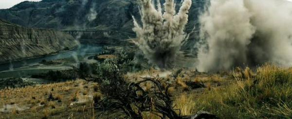 Фильм Стрелок. В кадре работа вертолета по наземным целям