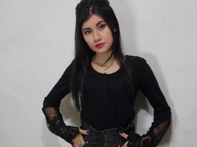 blusa de renda preta romwe