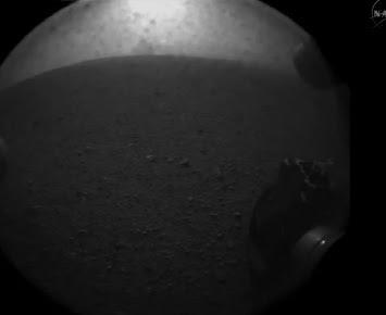 primera foto del curiosity de la superficie de marte agosto 2012