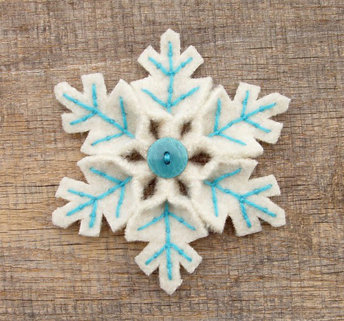 Embroidered+Felt+Snowflakes Christmas DIY Felt Decorations For Your Home