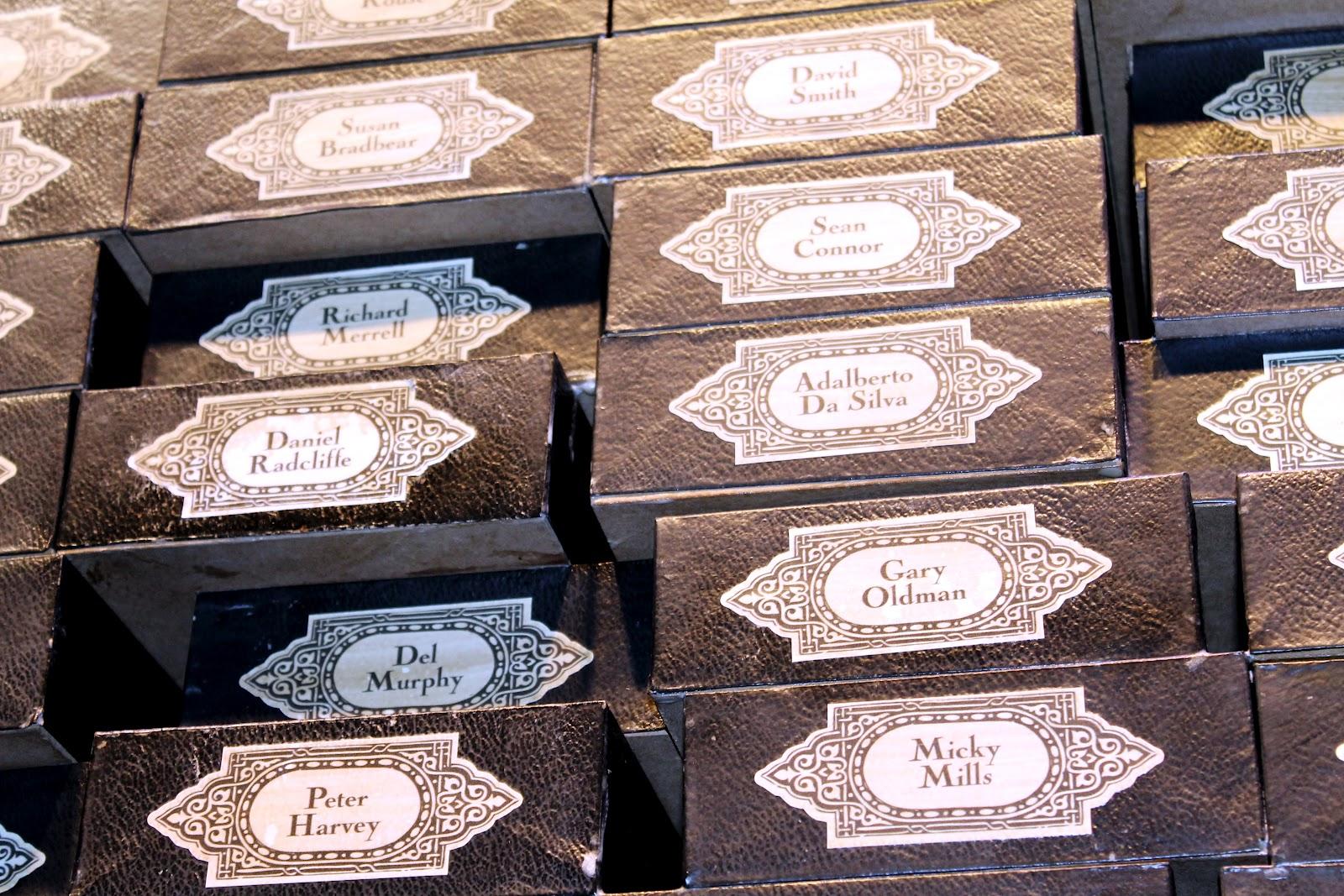 http://2.bp.blogspot.com/-DAciLoaM81s/UBsEOl2wtlI/AAAAAAAALQY/1JICNJ4FW_Y/s1600/Names+on+wands+Harry+Potter+tour+Gary+Oldman+Daniel+Radcliffe.jpg