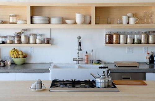 Las repisas o estantes en la cocina