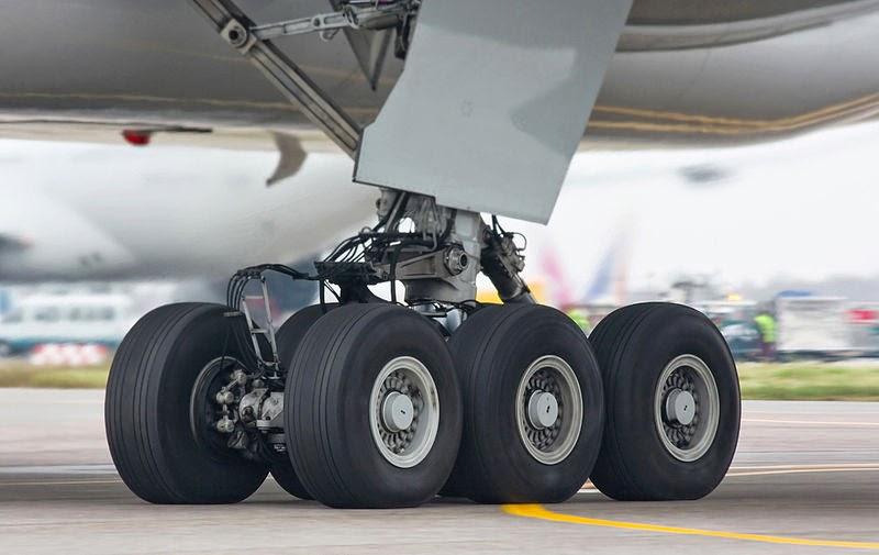 عجلات طائرة من نوع بوينغ 777,أنواع عجلات الطائرة,عجلات طائرة بوينغ 777