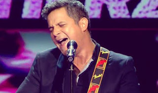 Alejandro Sanz canta con su equipo Corazón Partío