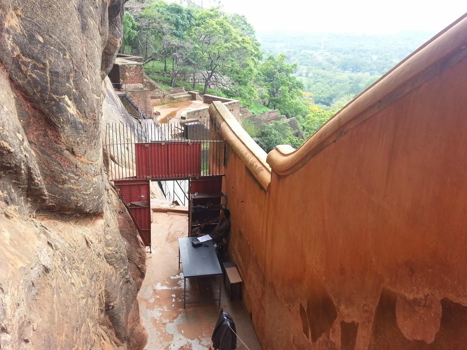 Зеркальная стена, Сигирия, Шри-Ланка, продвинутая технология древних цивилизаций, доказательства альтернативной истории