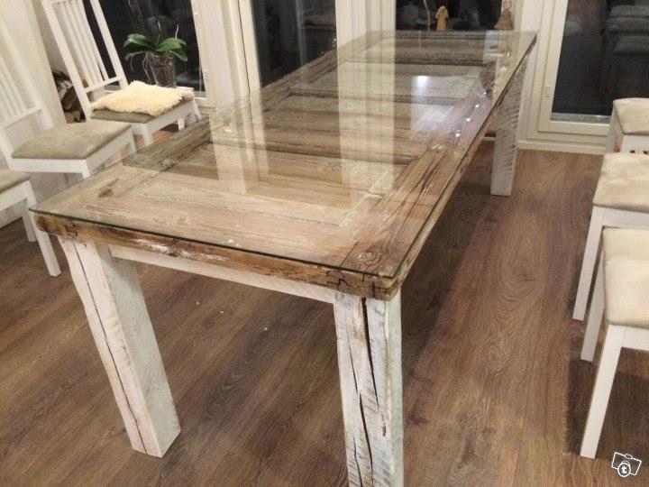 Sohvapöytä vanhasta ovesta