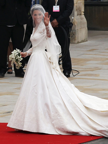Magnificent or egregious top 25 duchess looks from 2011 for Wedding dress garment bag for plane