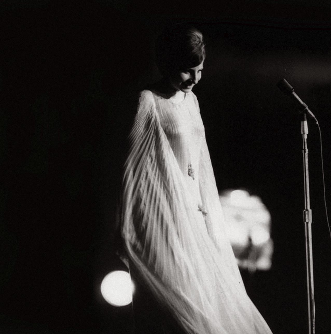 http://2.bp.blogspot.com/-DBYD7MHg9wc/Tr90GV2bPTI/AAAAAAAADU0/b__BRjh8g54/s1600/Streisand-Central-Park----.jpg