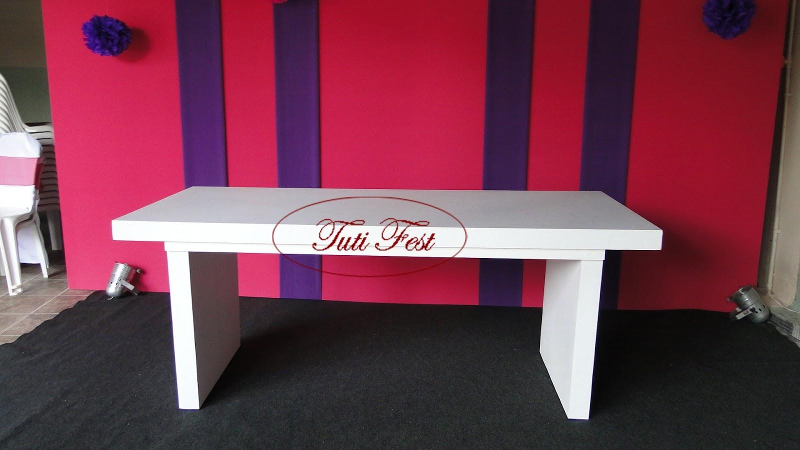 Mesa com base em madeira e Tampo em madeira #B11A3E 1600x900