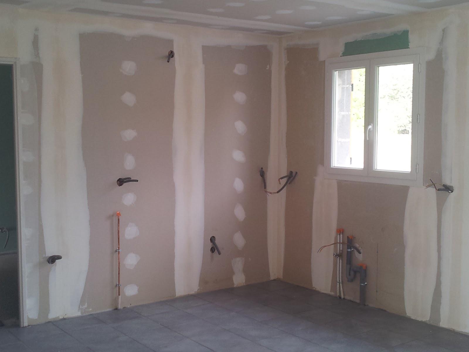 Tradimaisons construit ma maison malintrat puy de d me r alisation des bandes de placo - Pose de bande placo ...