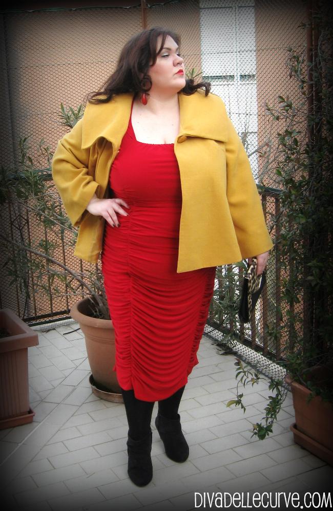 outfit con abito rosso igigi