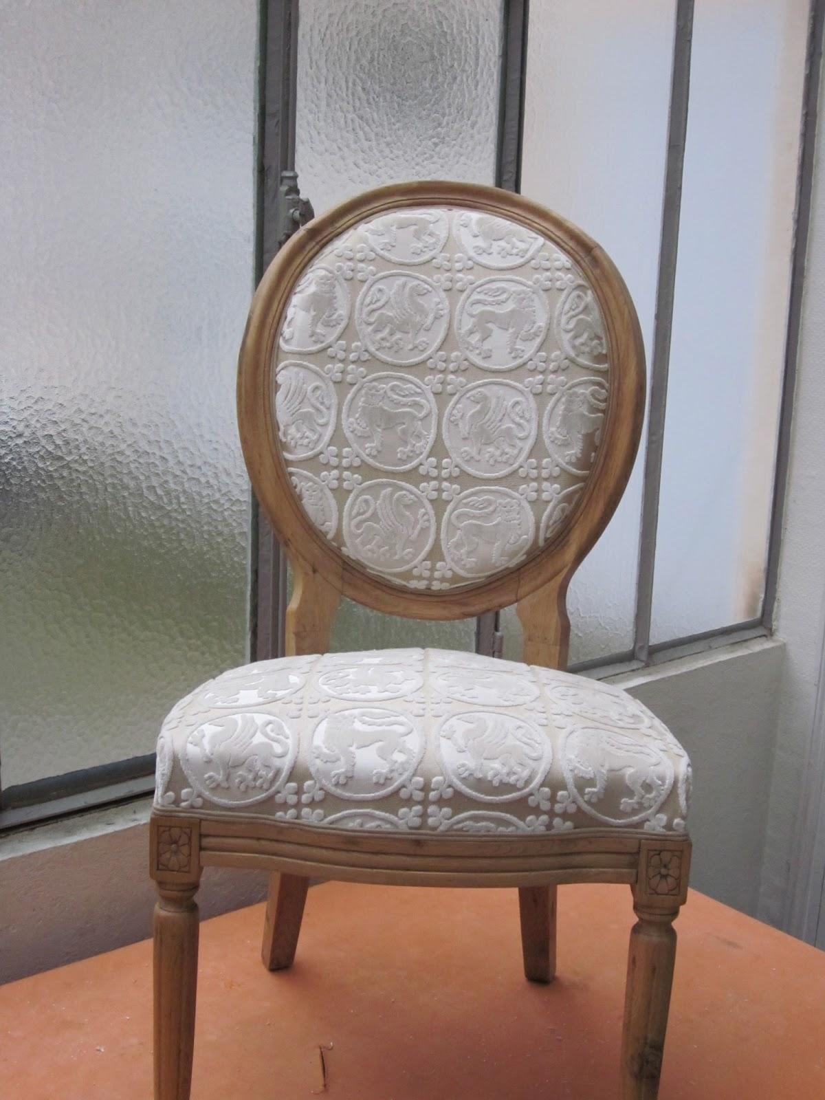 corine kern tapissier encore des chaises. Black Bedroom Furniture Sets. Home Design Ideas