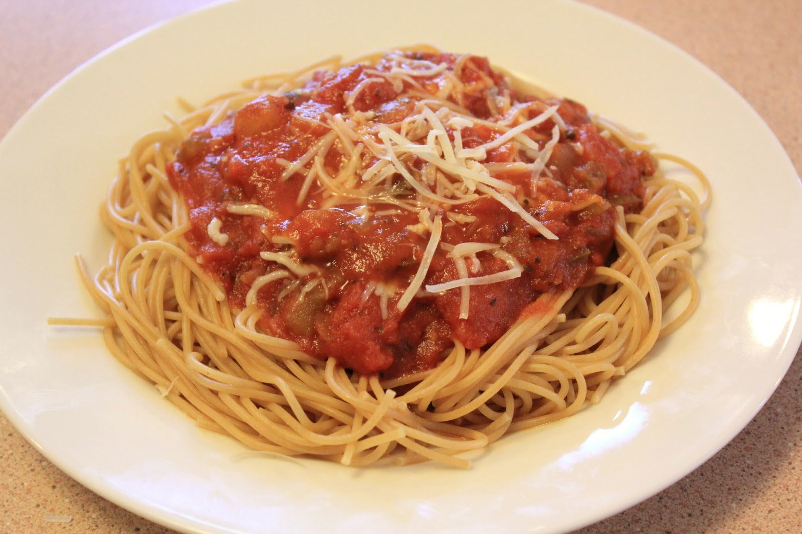 "spaghetti with tomato sauce and parmesan cheese"" Imagens e fotos de ..."