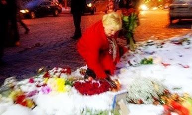 Побывав в Киеве, Маргот Вальстрём возложила цветы к мемориалу на Майдане, чтобы почтить память Небесной сотни