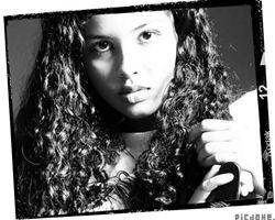 Faça uma colagem de fotos com uma linda moldura foto film kodak em preto e branco