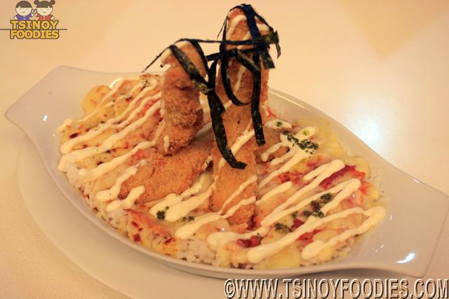 chicken strips on baked tomato rice