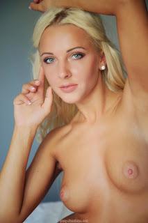 免费性爱照片 - feminax-sexy-maya-naked-in-bed-before-sleep-09-785211.jpg