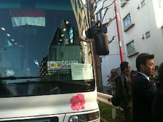 photo Bus Evakuasi WNI Tsunami Jepang