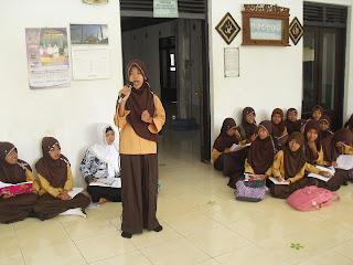 Siswa MTs Darul Hikmah Subah di Masjid Sengon