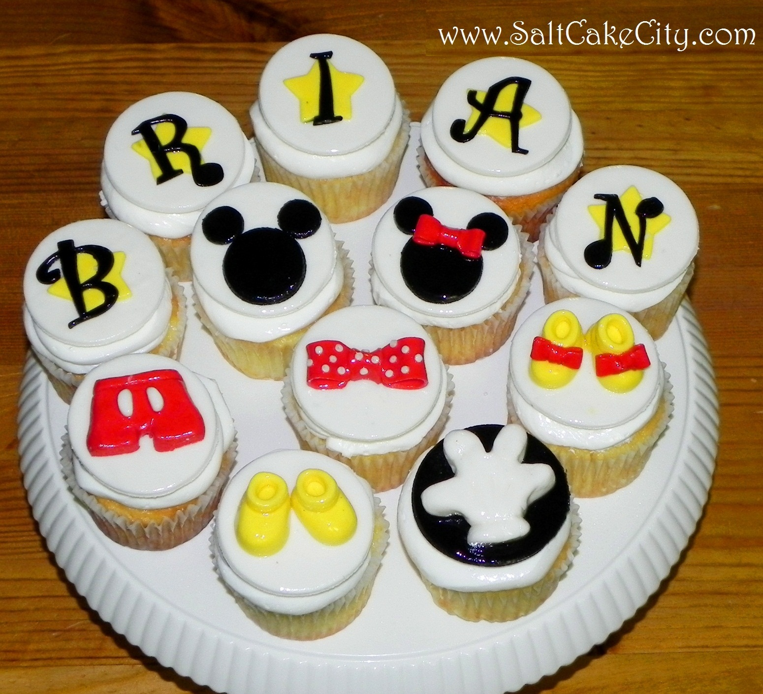 Salt Cake City: Mickey Mouse Inspired Cupcakes