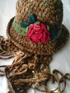 Szydełkowy kapelusik z różą