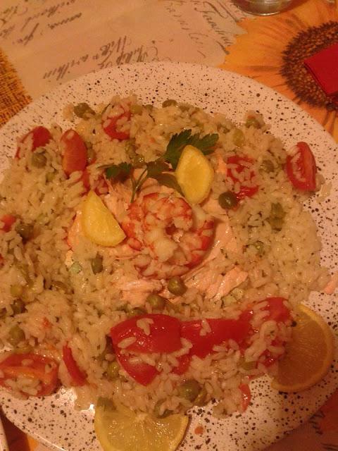 bimby, risotto piselli e pomodorini, salmone e code di gamberoni al varoma