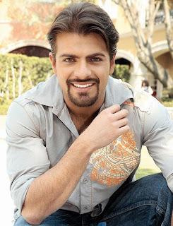 Pablo Azar con bigote y barba