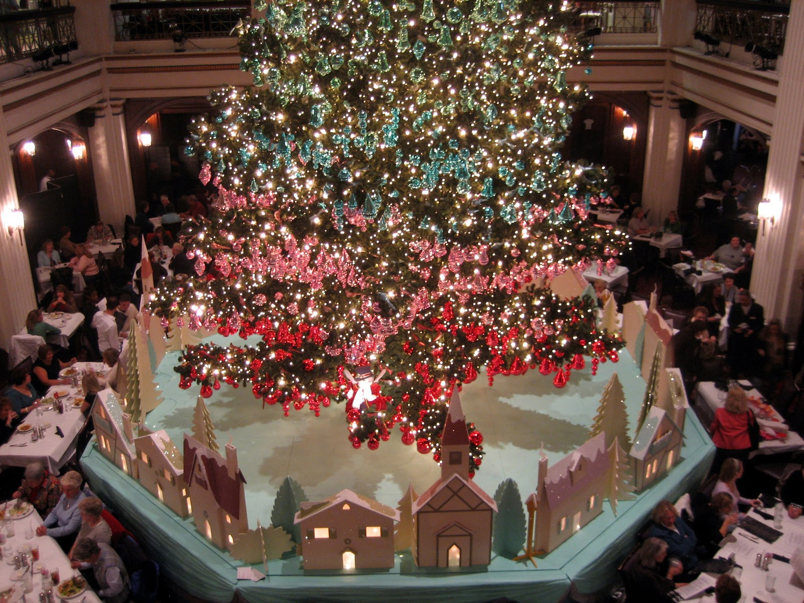 Christmas Has Come To Chicago! I Wish I Could Have Been There To See The  104th Tree Lighting Ceremony That Kicks Off The Holiday Season On State  Street In ...