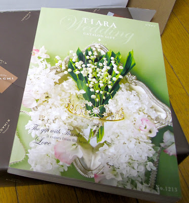 Japanese wedding catalog to guests