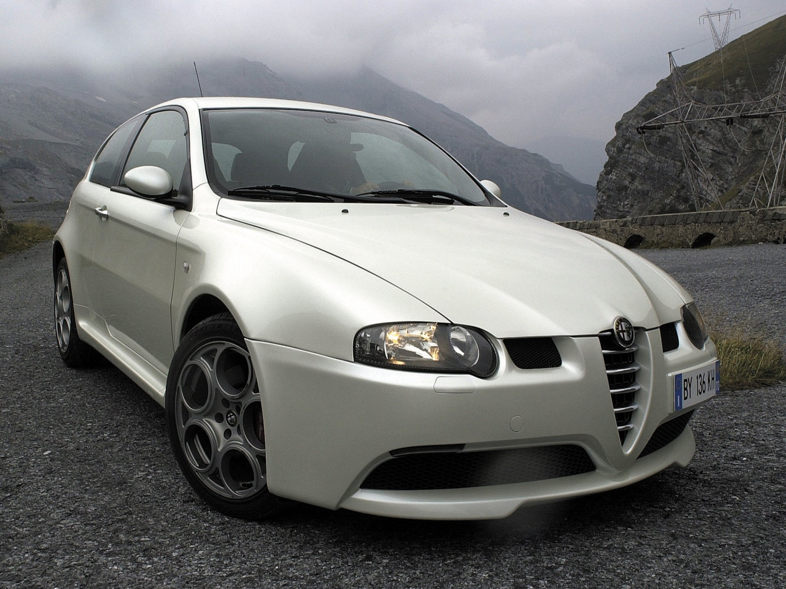 http://2.bp.blogspot.com/-DDZhoZOQ4Fc/TkFueKikIEI/AAAAAAAADzo/mEZpfxswwls/s1600/Alfa+Romeo+147+GTA+2002+05.jpg