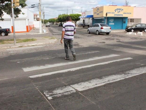 Vereador Luis Carlos cobra melhoria na sinalização de trânsito