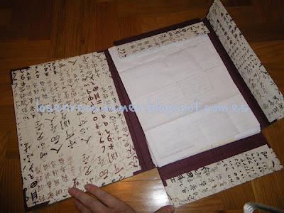 Interior de carpeta con solapas realizada con cartonaje
