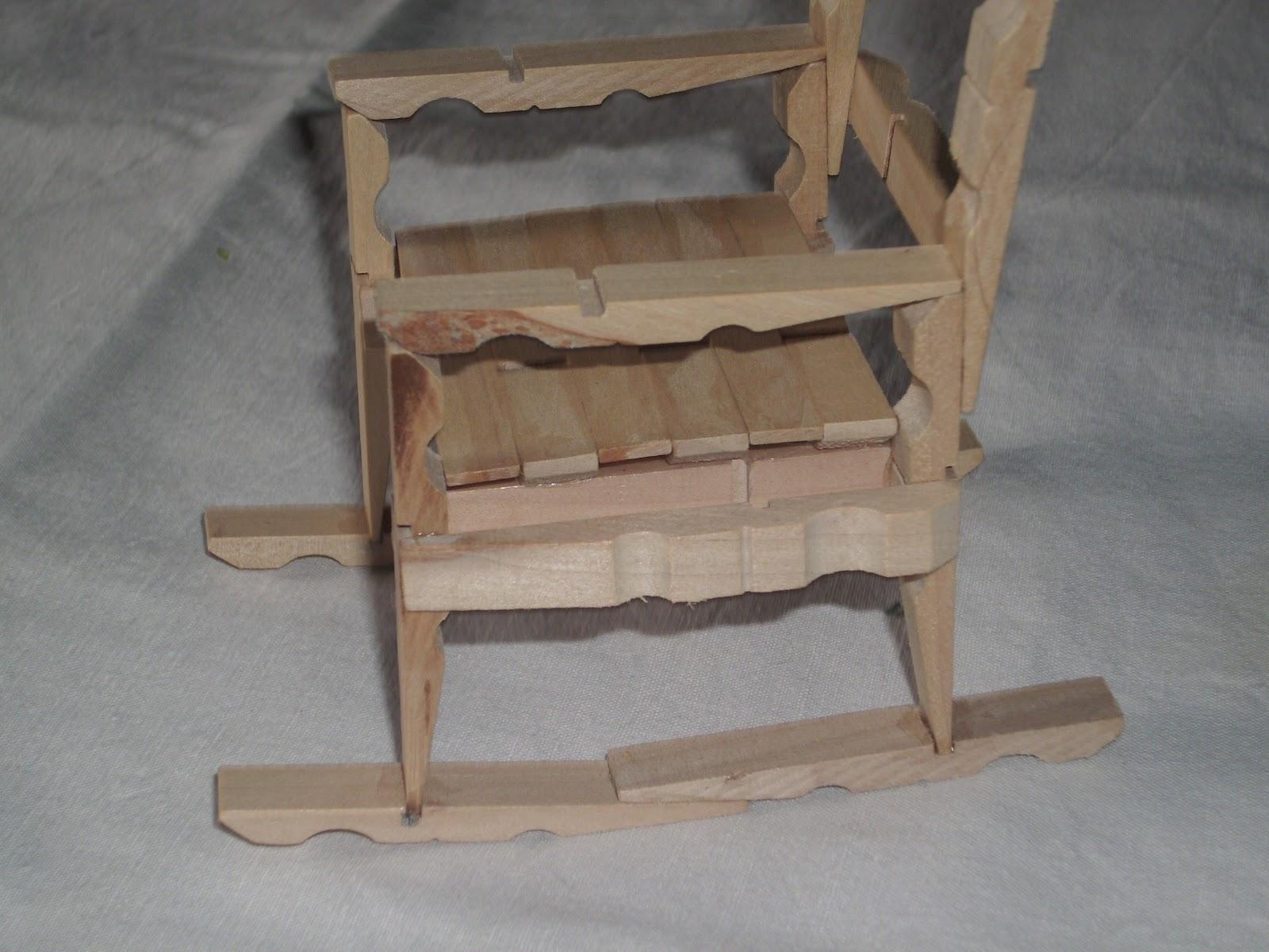 Cantinho da Iolanda: Cadeiras em molas de madeira #79614E 1600x1200