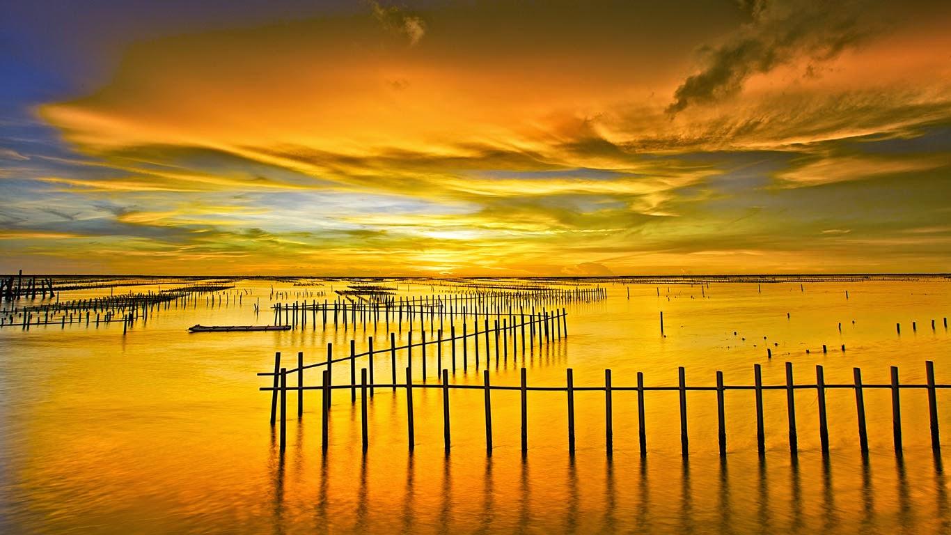 Cigu Lagoon at Tainan, Taiwan (© Sunrise@dawn Photography/Getty Images) 192