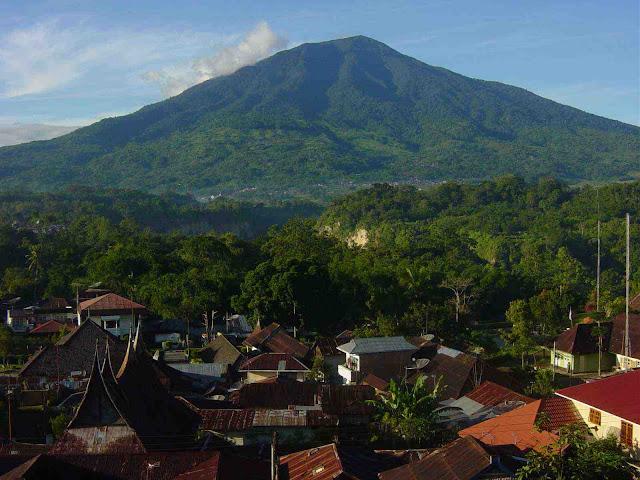 Gunung Marapi di Sumatera Barat