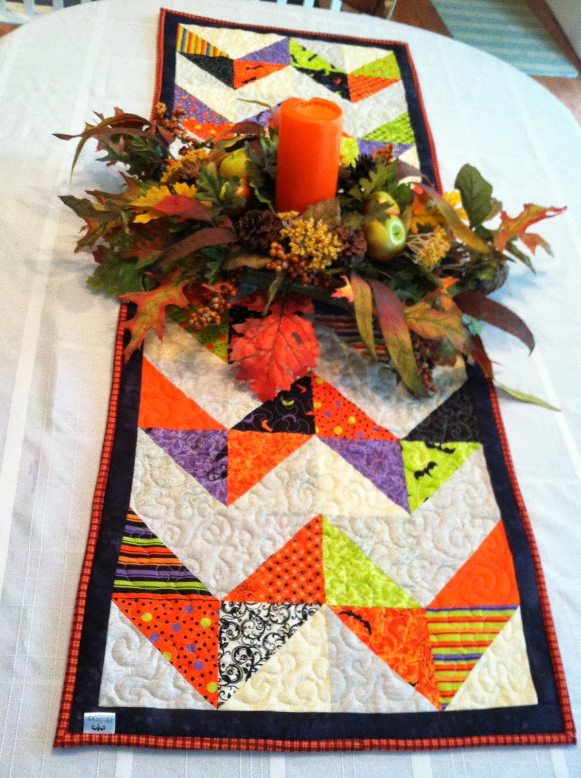 Quilt Guild Exchange Ideas : SEWmuchKNITting: Circle baby quilt/playmat, chevron table runner: finished!