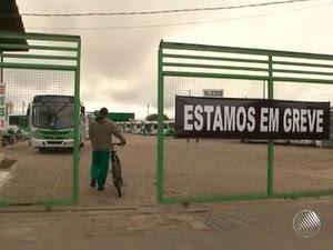 Rodoviários fazem greve em Vitória da Conquista (Foto: Imagens/ TV Sudoeste)