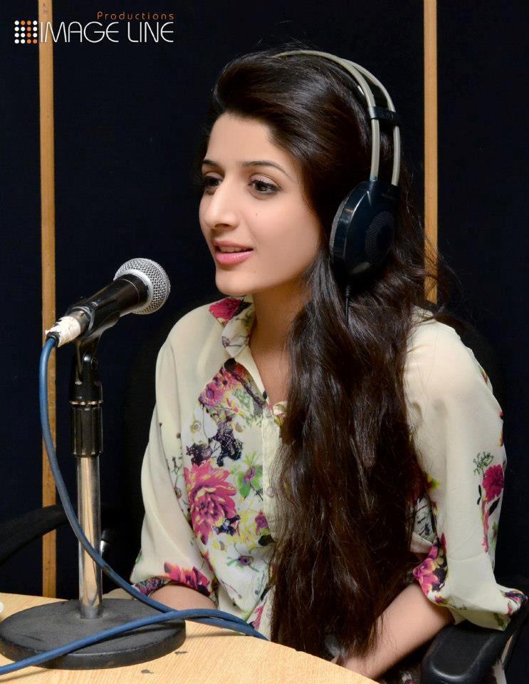 Mawra Hocane at FM 103 Studio - MaZaLiFePaK