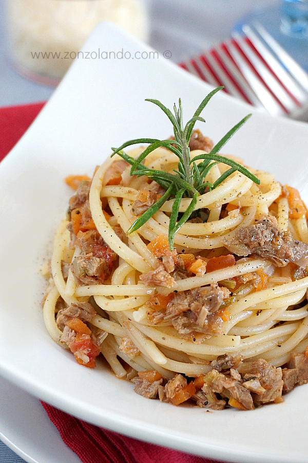 Ricetta veneta bigoli con ragù d'anatra spaghetti with stewed duck sauce typical italian recipe
