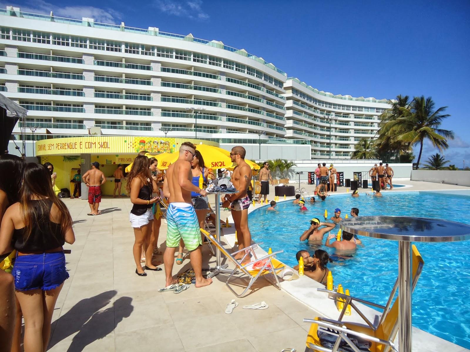 O ator caio castro curti piscina pool party organizada for Piscina party