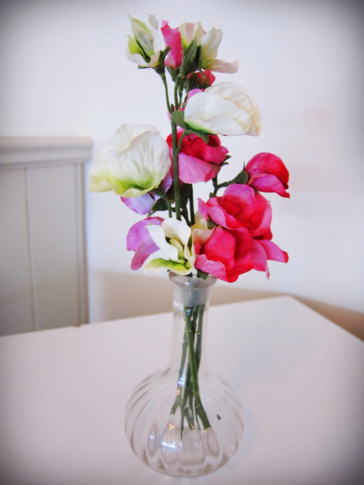 Hey sweet pea a delightful high tea the adventures of mnms to the solitary vase of sweet peas in another reviewsmspy
